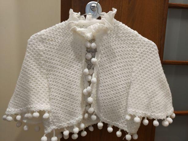 komunijny sweterek pelerynka zapinany na jeden guziczek