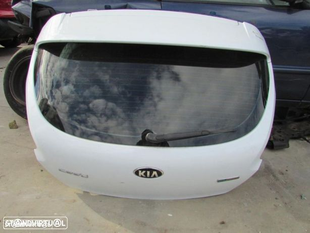 Tampa da mala Kia Pro Ceed do ano 2012