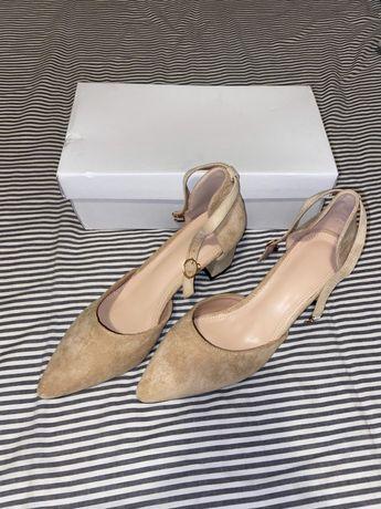 Sapatos de tacão alto nr 40