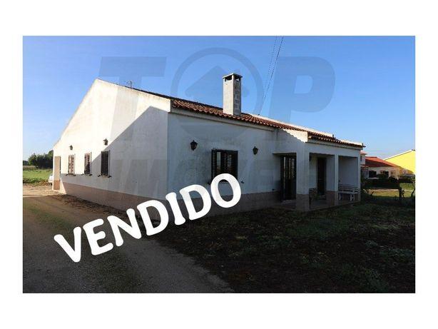 Moradia V3 com anexo em Foros de Salvaterra - Terreno 401...