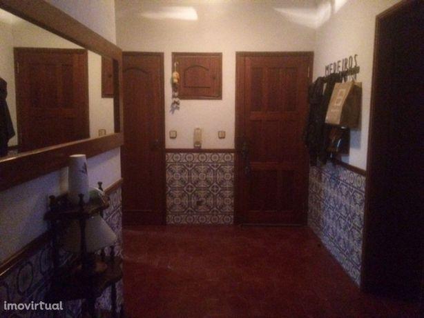 Apartamento T3 bem localizado com varanda e arrecadação