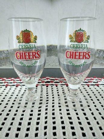 2 copos de cerveja (Cheers)