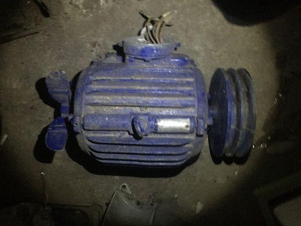 Электромотор 220/380 3kW. 1420об\мин. Со шкивом.