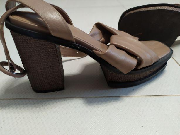 Kawowe sandały Reserved  37