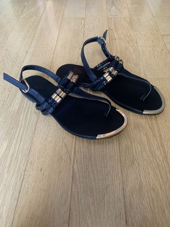 Sandálias pretas da Seaside tamanho 37