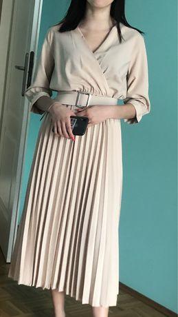 Beżowa długa sukienka plisowana kopertowa S M L
