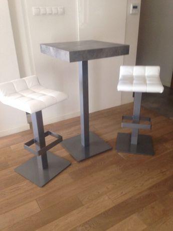 Stół i dwa hokery