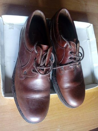Sapatos em pele n°44