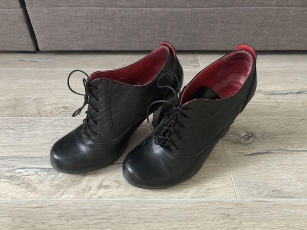 Женские осенние кожаные ботинки
