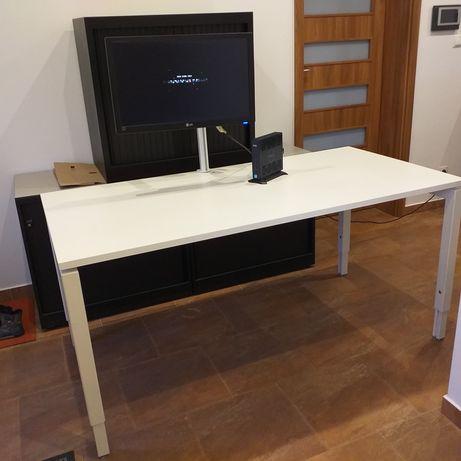 Stół biurowy z komputerem