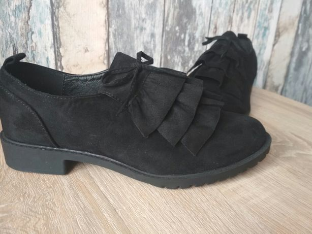 Nowe buty z falbankami r. 37