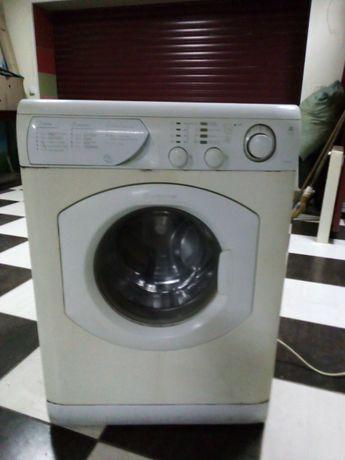 Продам стиральную машину Аристон полноразмерную б\у