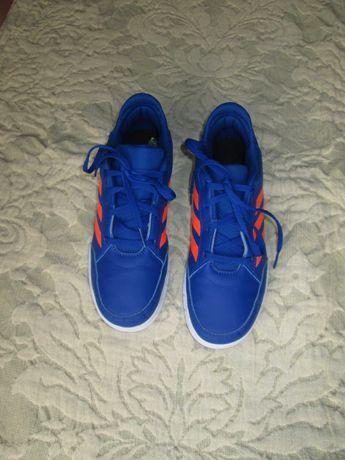 Ténis de rapaz marca  Adidas tamanho 38  cor azul
