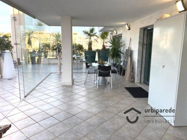 Apartamento T3 penthouse no forum Oeiras com terraço e ga...