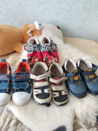 Туфлі сандалі тапочки кеди ціна за все