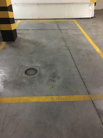 Lugar de garagem e arrecadacao