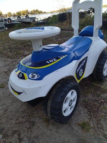 Продам машинку (працює руль-грає і розмовляє від батарейки)