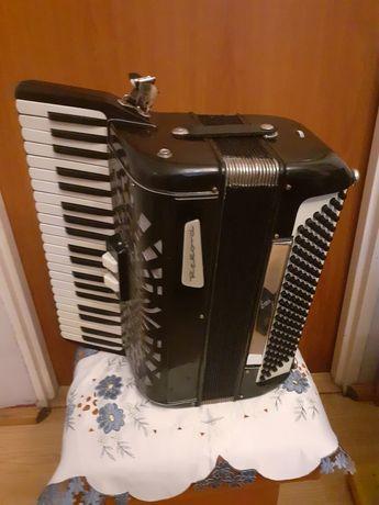 Sprzedam akordeon Włoski Rekord 2 chórów 120 basów 2 registry