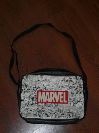 Marvel torba A4, Reserved