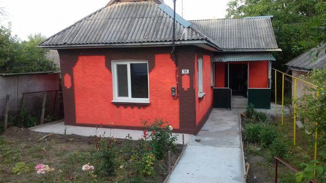 Продається будинок у центрі смт. Теплик