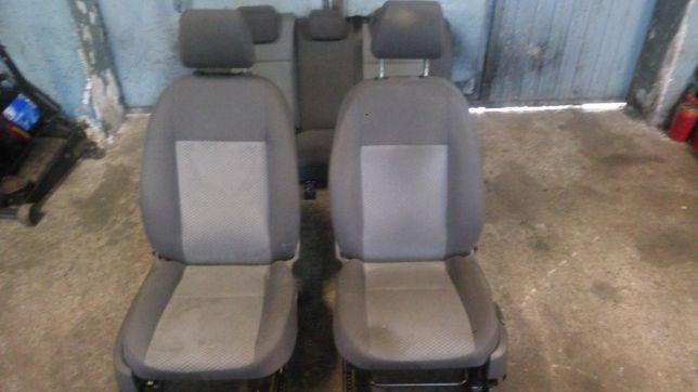 Wnętrze środek fotele kanapa Focus MK2 5d