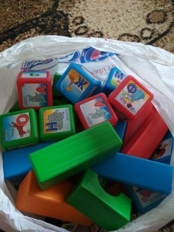 Пакет кубиков и конструктора