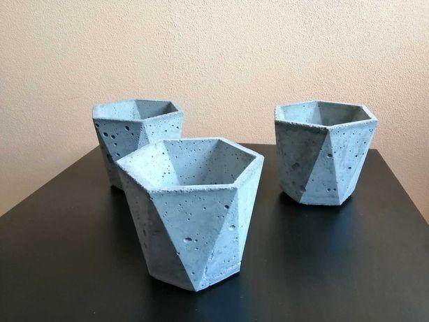 Doniczki, donice, osłonki betonowe,  ( beton architektoniczny)