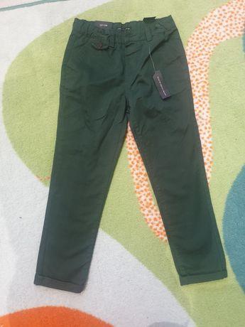 Брюки Reserved темно-зеленого цвета на мальчика 122см