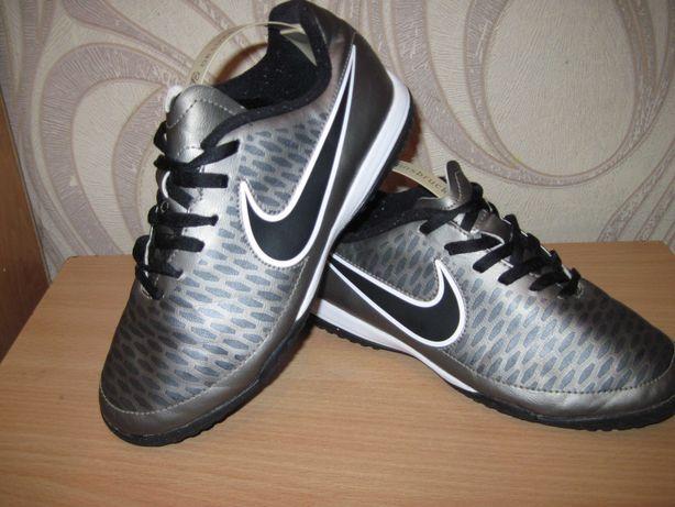 Продам сороконожки для футбола фирмы Nike 36,5 размера
