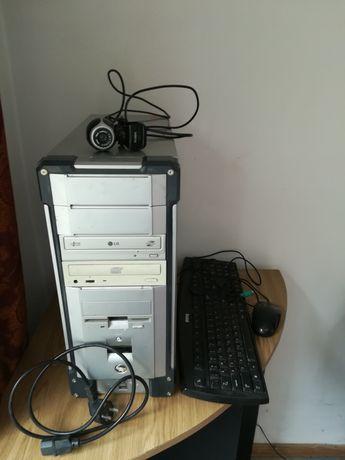 Системний блок (комп'ютер), клавіатура, мишка, вебка