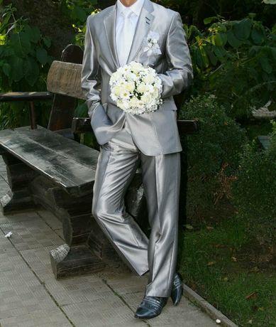 Чоловічий костюм.