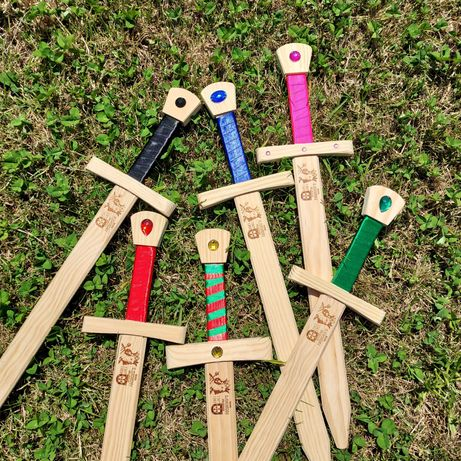 Espada e Escudo Madeira - Brinquedo Novo - Artesanato