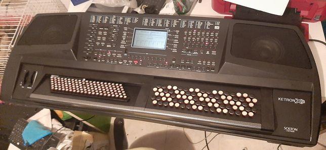 Vendo solton ketron x8 de botões