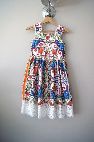 niebieska rozkloszowana dluga kwiecista wzorzysta sukienka dla dziecka