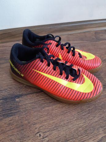 Halówki Nike r. 35