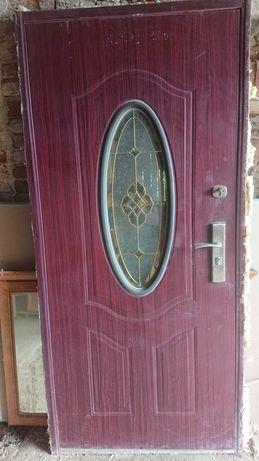 Drzwi wejściowe do domu z demontażu