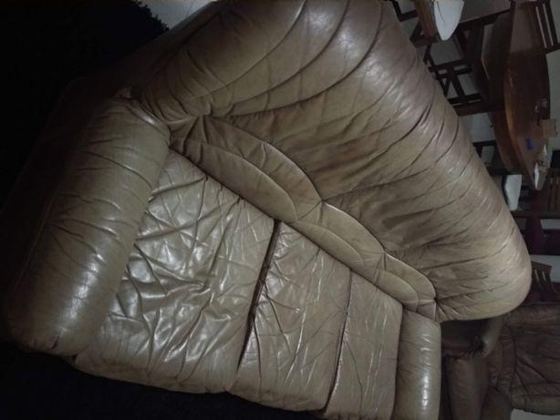 Sofá de pele usado( 1 grande e 3 pequenos)