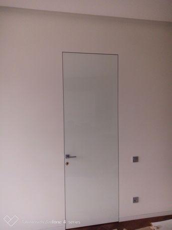 Установка монтаж дверей та підлог