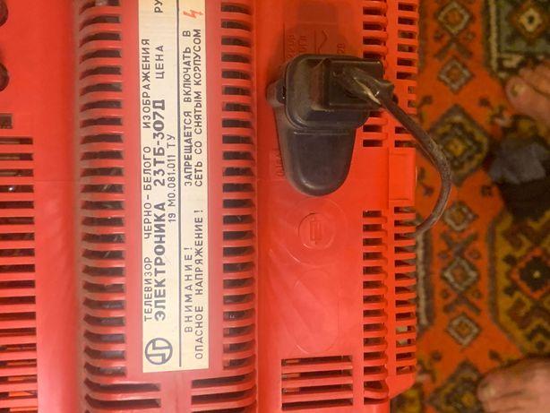 Телевизор переносной электроника237Б-307Д в рабочем состоянии