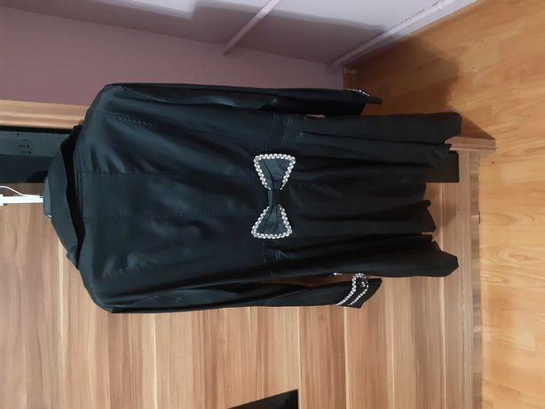 Płaszcz czarny ze srebrnymi dodatkami