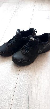 Продам обувь для подростка.