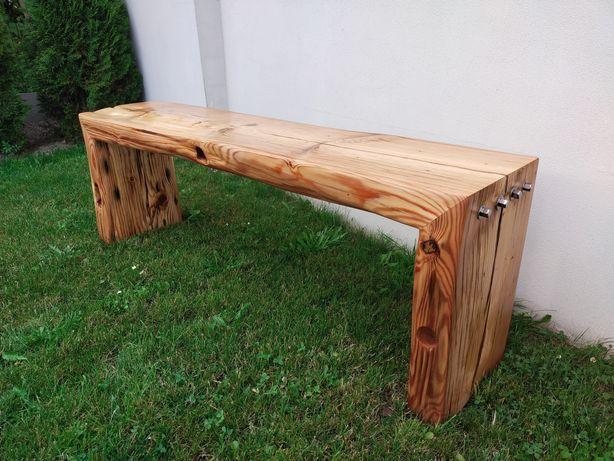 Ławka zrobiona ze starego bala