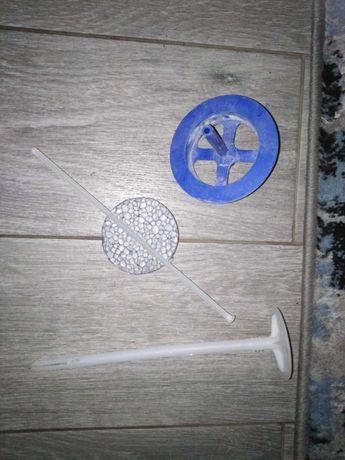 Kółka styropianowe z kołkami i szpilkami