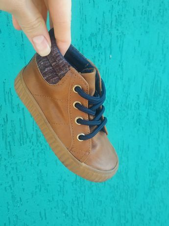 Весенние осенние ботинки ботиночки (размер 21.5) на мальчика и девочку