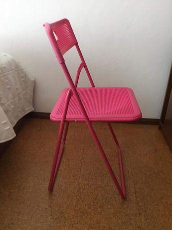 Cadeira cor-de-rosa