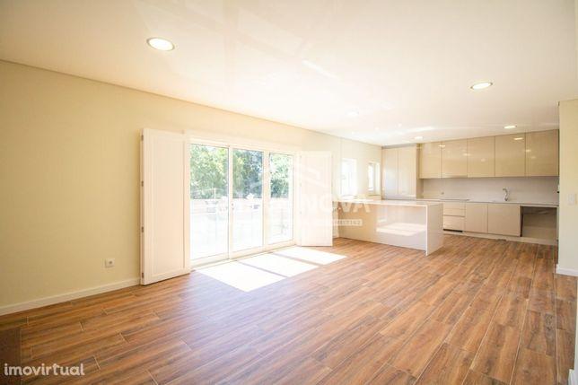 Deslumbrante Apartamento T3 renovado, open space, c/box