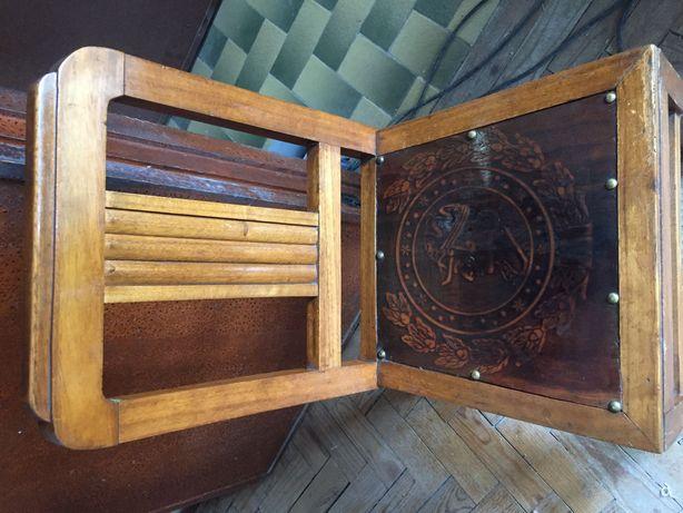 Mesa de jantar e cadeiras antigas