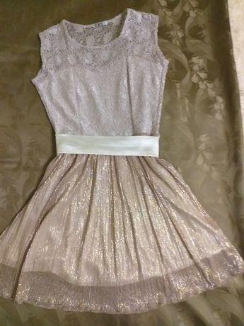 Одяг для дівчат підросткового віку