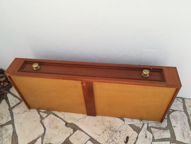 Gavetões de roupeiro de parede em madeira maciça