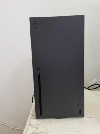 Xbox Series X com 2 comandos